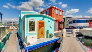 A Wee Floater: This Tiny Houseboat in Seattle Is Absolutely Adorable